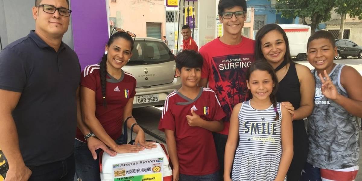 Família de venezuelanos surdos reconstrói a vida vendendo arepas na zona norte do Rio