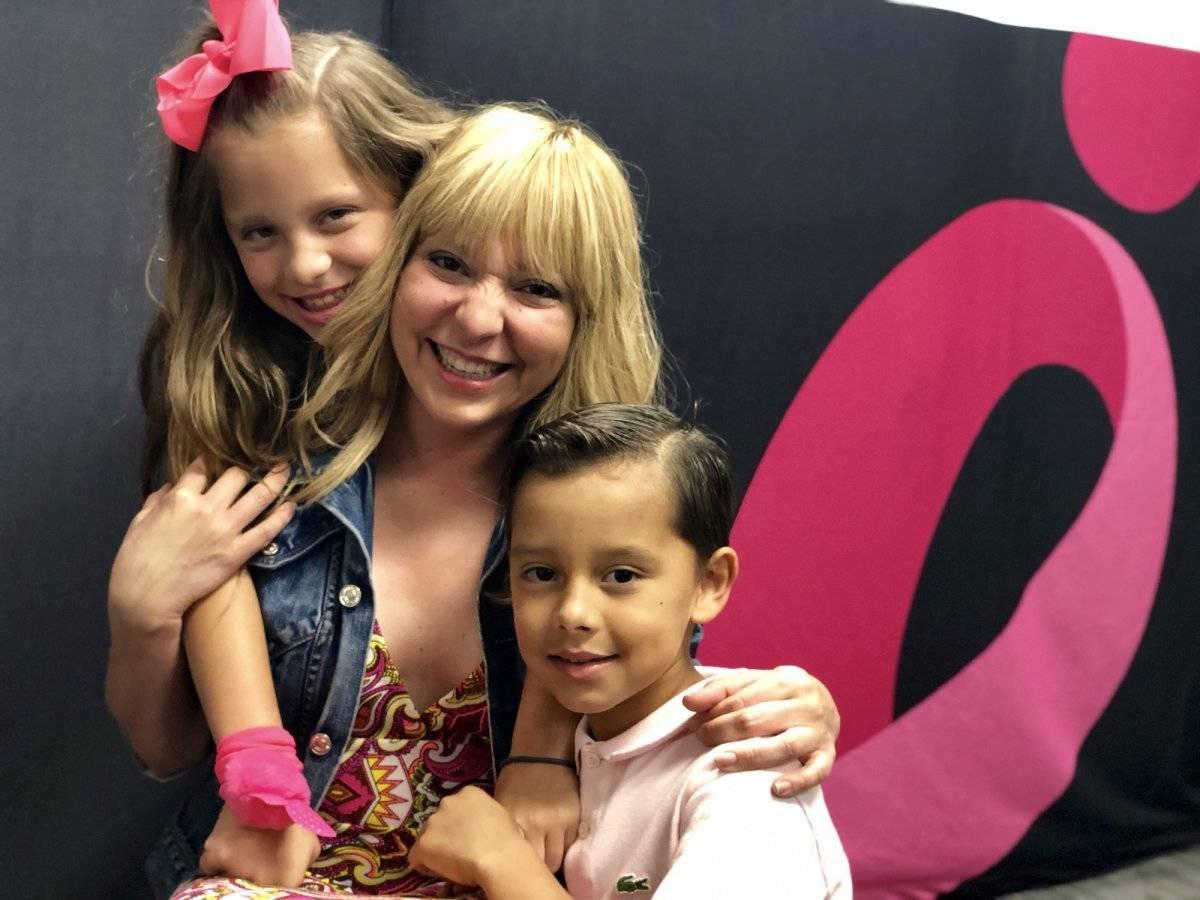 Tania Cristina Robles, en el centro, junto a sus hijos Katalina Cristina y Maximiliano Ricardo / Foto: David Cordero Mercado