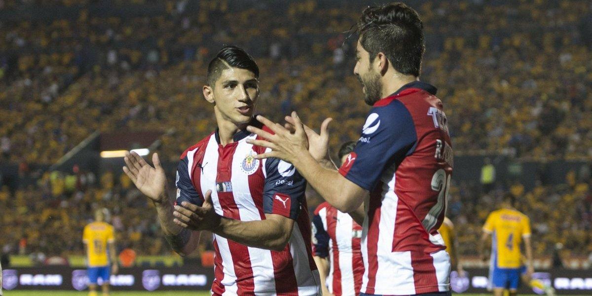 Patrocinador frenaría salida de Pizarro y Pulido de Chivas