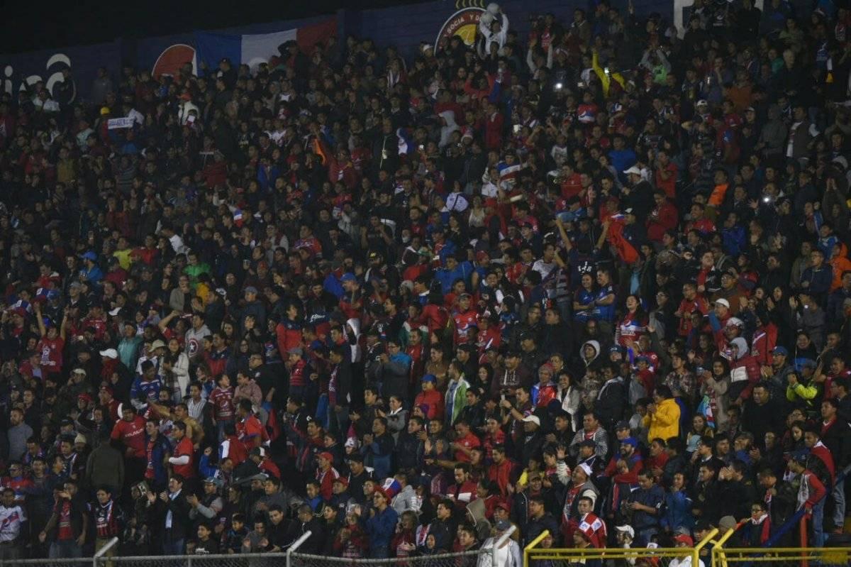 La afición de Xela llenó las gradas del estadio Mario Camposeco