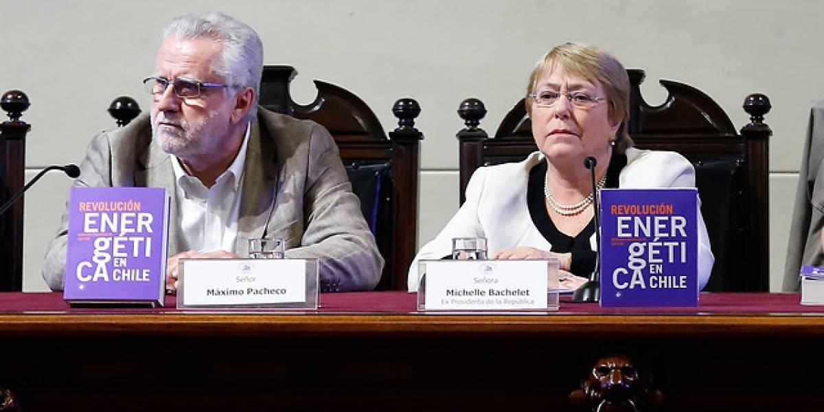 """""""La energía era sinónimo de precios elevados y suciedad"""": la dura crítica de Bachelet al primer gobierno de Piñera"""