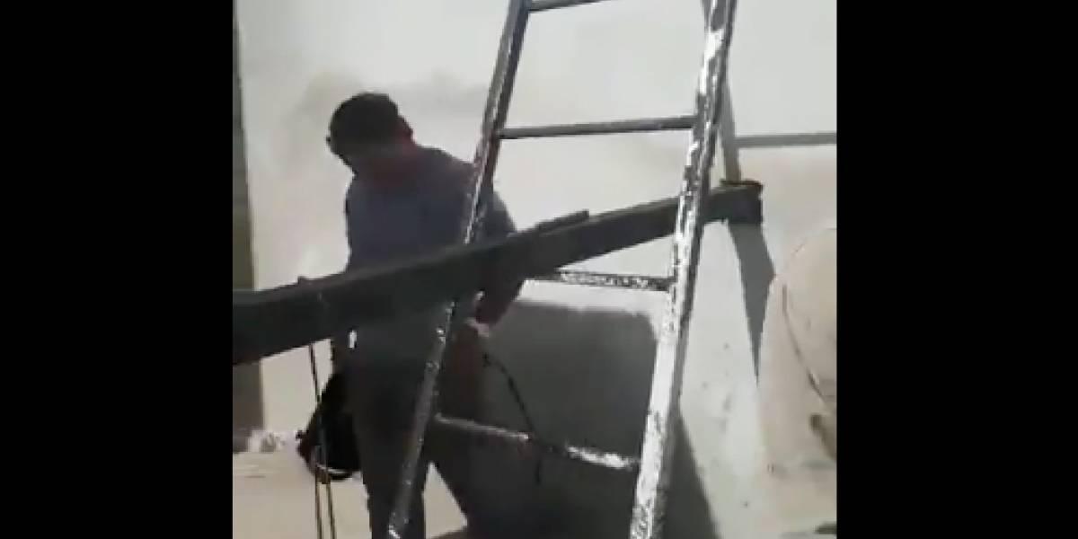 Traigámoslos para arreglar el Cau Cau: pusieron una viga, la soldaron, pero increíblemente se olvidaron de sacar la escalera