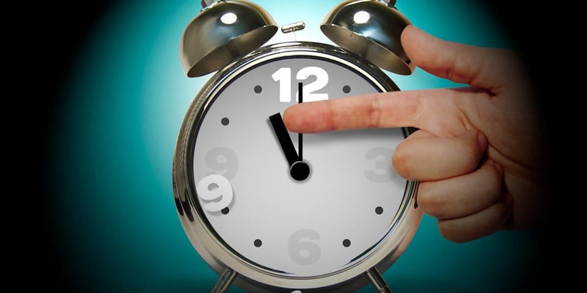 Ojo con el cambio de hora: Latam llama a pasajeros a revisar la hora de vuelo