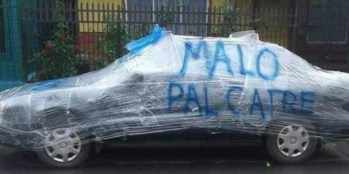 """Malo pal catre: el """"cruel"""" mensaje escrito sobre un auto en Nacimiento que desató ola de burlas en las redes sociales"""