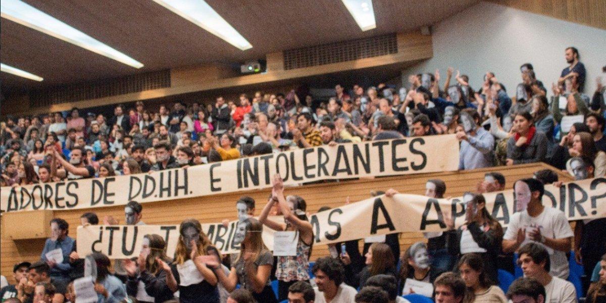 Suma y sigue: José Antonio Kast fue funado por alumnos de la Universidad Adolfo Ibáñez