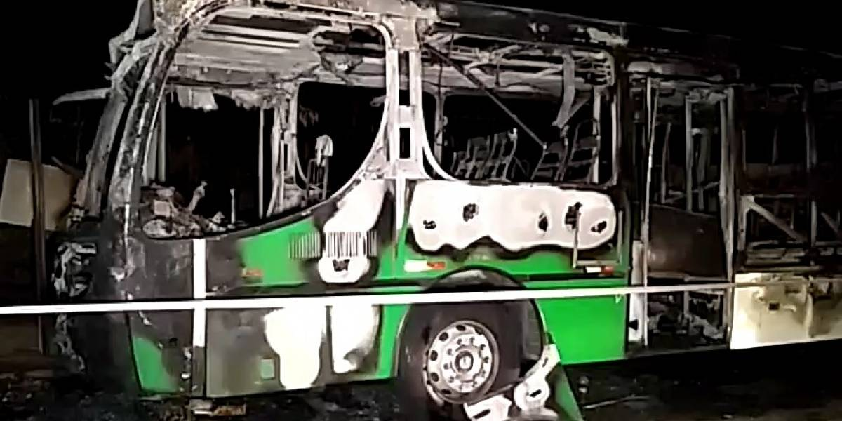 Ônibus é incendiado na região de Pirituba, zona norte de São Paulo