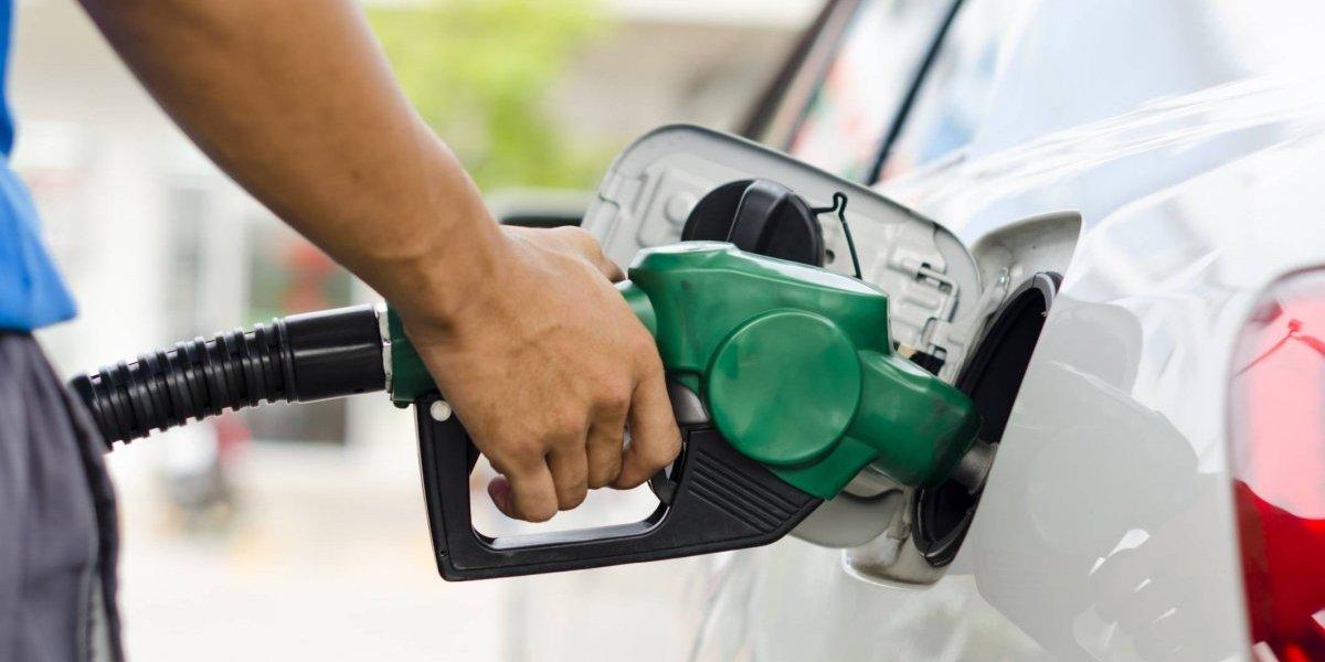 Combustibles suben entre 1 y 3 pesos excepto gasolina regular y premium