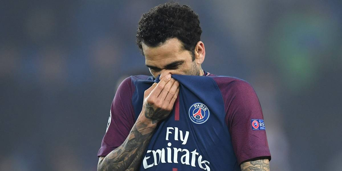 Paris Saint-Germain confirma que Dani Alves passará por cirurgia