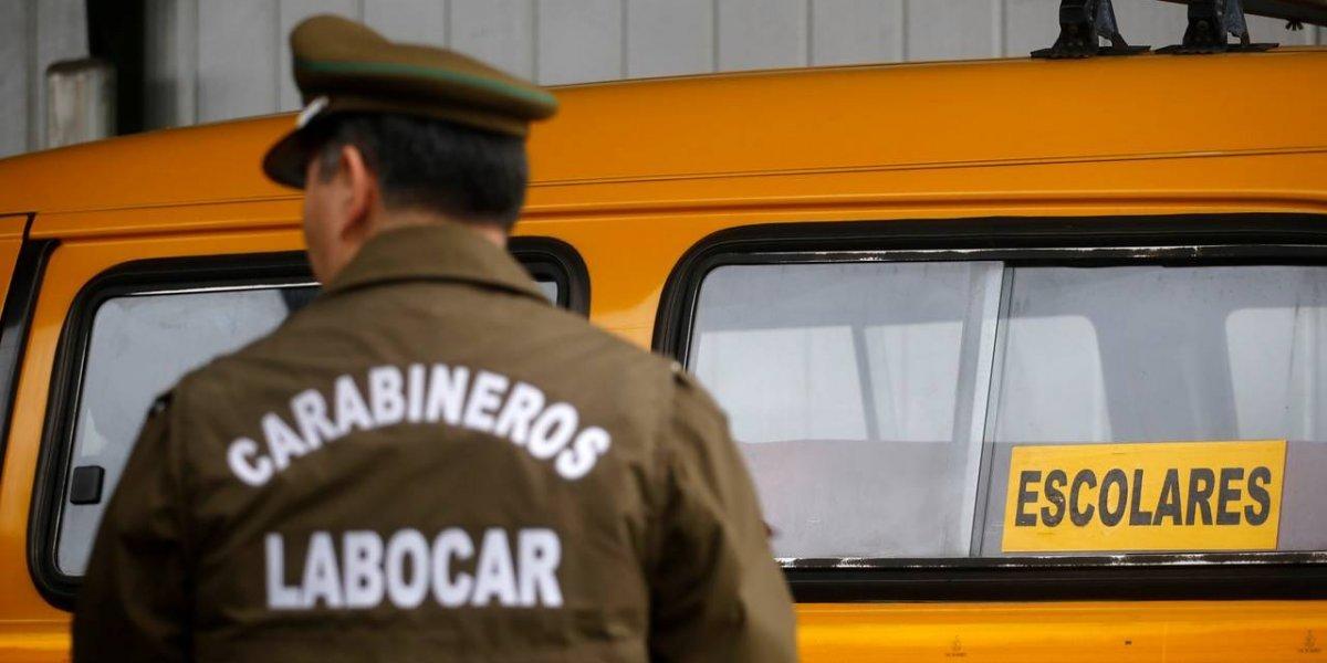 """Desalmado balea a un """"tío"""" de furgón escolar con niños adentro en Cerro Navia: desató el caos entre los estudiantes"""