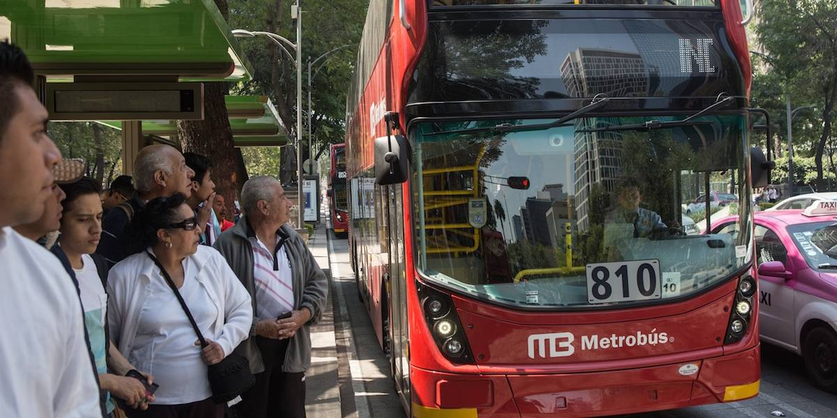 Pide CDMX abordar transporte público sin gorras, capuchas y lentes