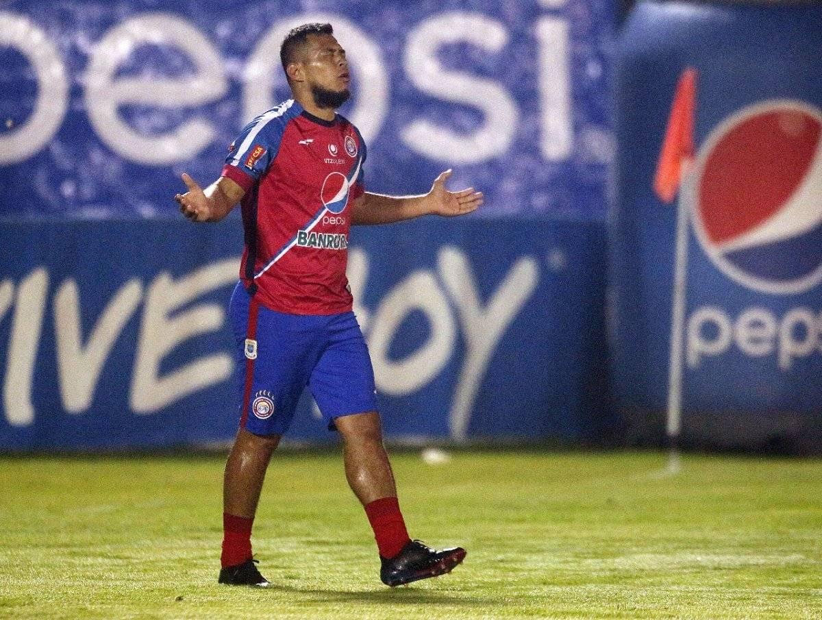 Festejo de Mario Castellanos en su gol