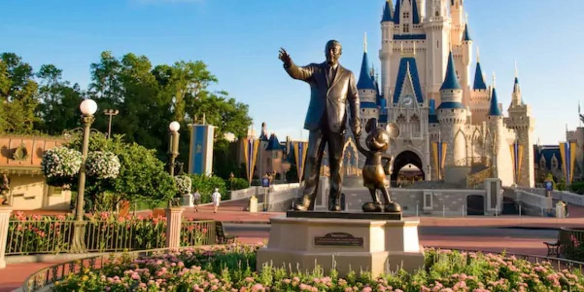Carroza de Disney coge fuego en medio de desfile