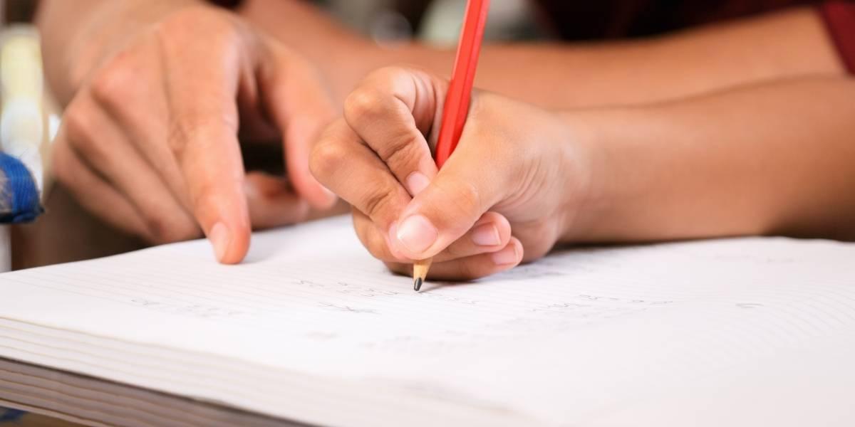 """""""Es maduro sexualmente"""": Declaran inocente a una maestra que tuvo un hijo con alumno de 14 años"""