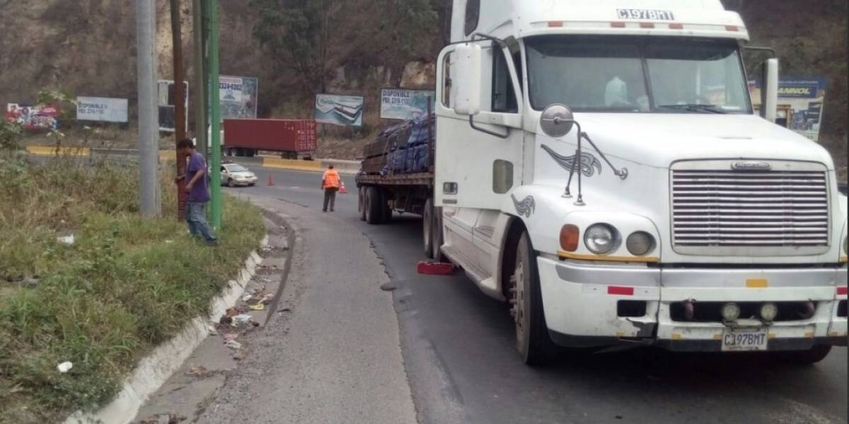 Tránsito complicado en la cuesta a Villa Lobos
