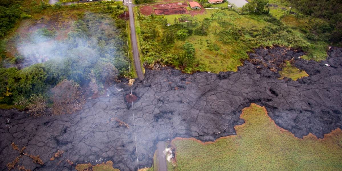 """Rocas del tamaño de un refrigerador volarían por los aires: Riesgo de """"erupción explosiva"""" del volcán hace saltar las alarmas en Hawai"""