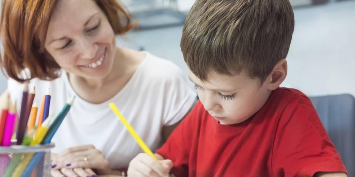 Quando é bom ou ruim ajudar os filhos com a lição de casa?