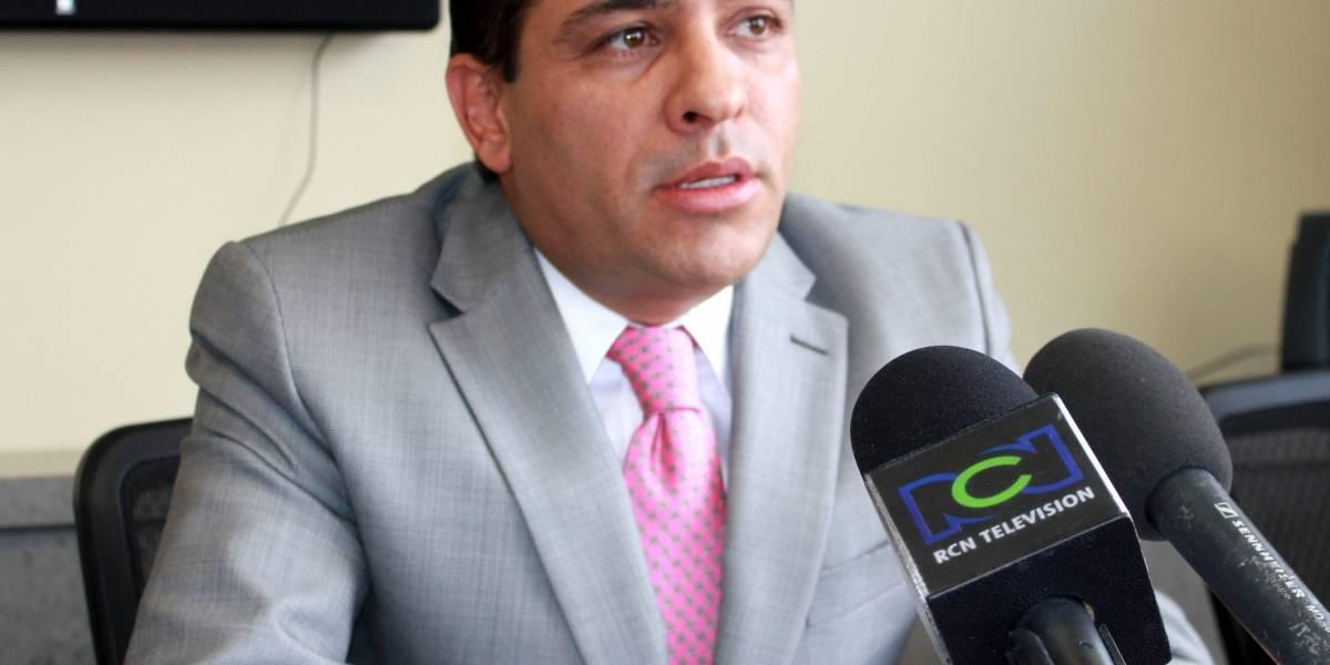 Preocupación en Cali por disparos a camioneta de senador Alexander López Maya
