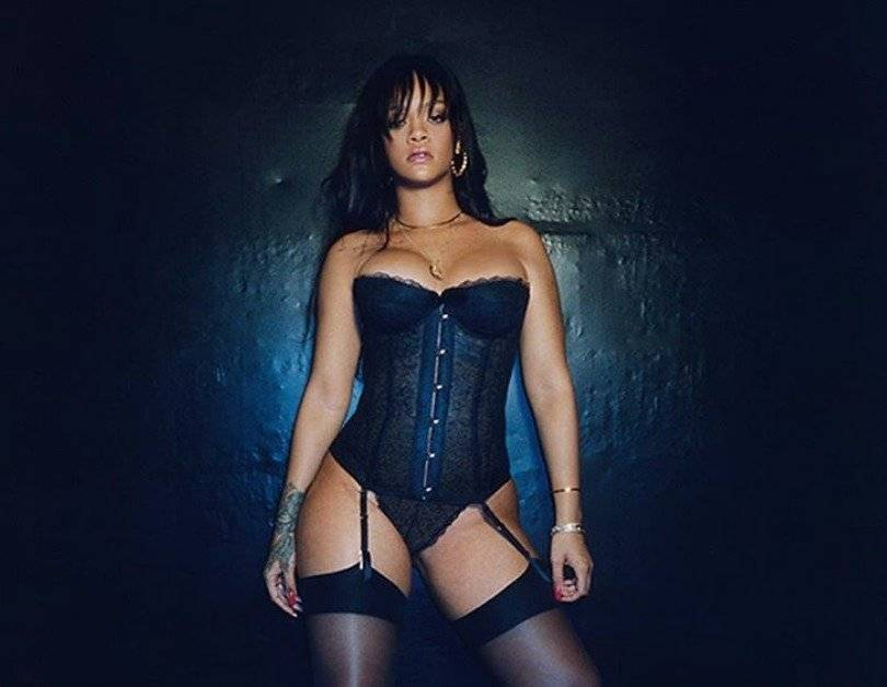 Rihanna modela su propia lencería