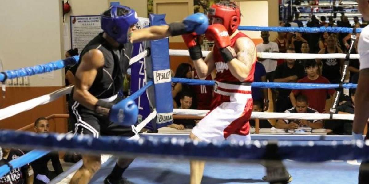 Reos entran al ring de boxeo como parte de programa deportivo