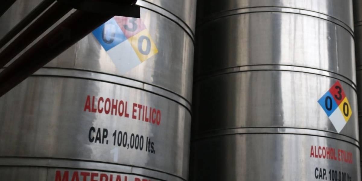 Federales aseguran casi 200 mil litros de tequila adulterado en Jalisco