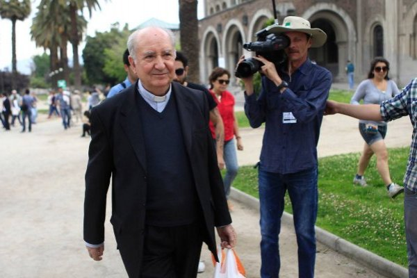 Cardenal Francisco Javier Errázuriz viajó a Italia