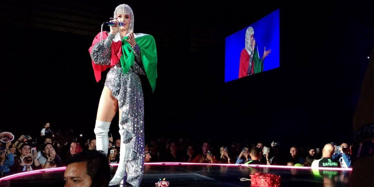 Katy Perry brindó con cerveza en su cierre de gira por México