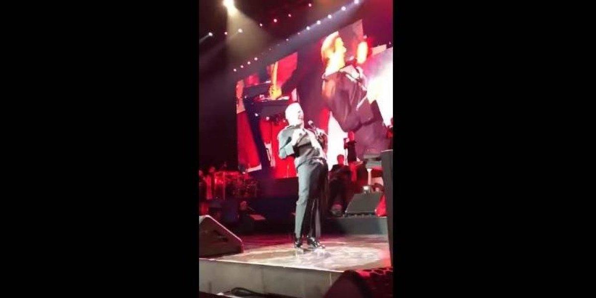 """VIDEO. Luis Miguel tiene una """"erección"""" en pleno concierto y causa polémica"""