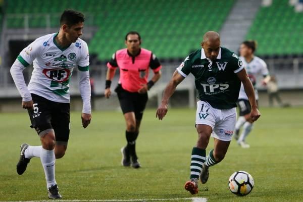 Francisco Piña fue uno de los rescatables en la derrota de Wanderers antre Puerto Montt / Foto: Photosport