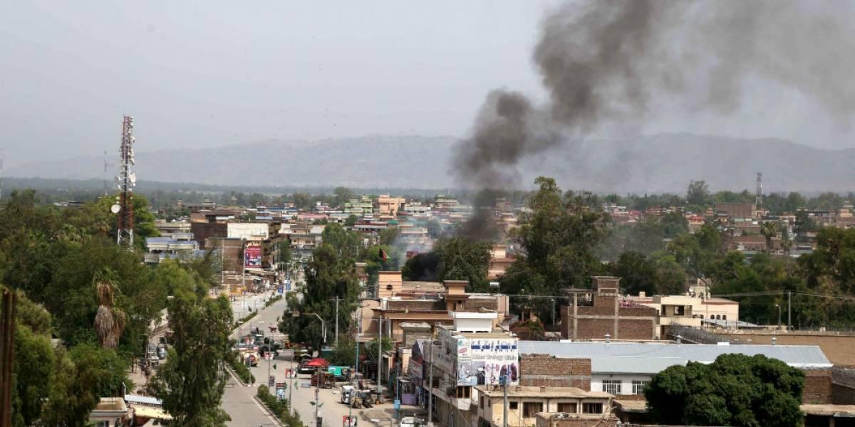 Estado Islámico irrumpe en edificio de gobierno en Afganistán; hay 18 muertos y 42 heridos
