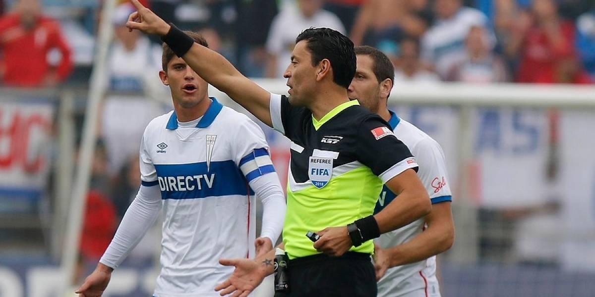 Roberto Tobar fue la nota negra del Clásico Universitario: Tres penales no cobrados y un gol viciado