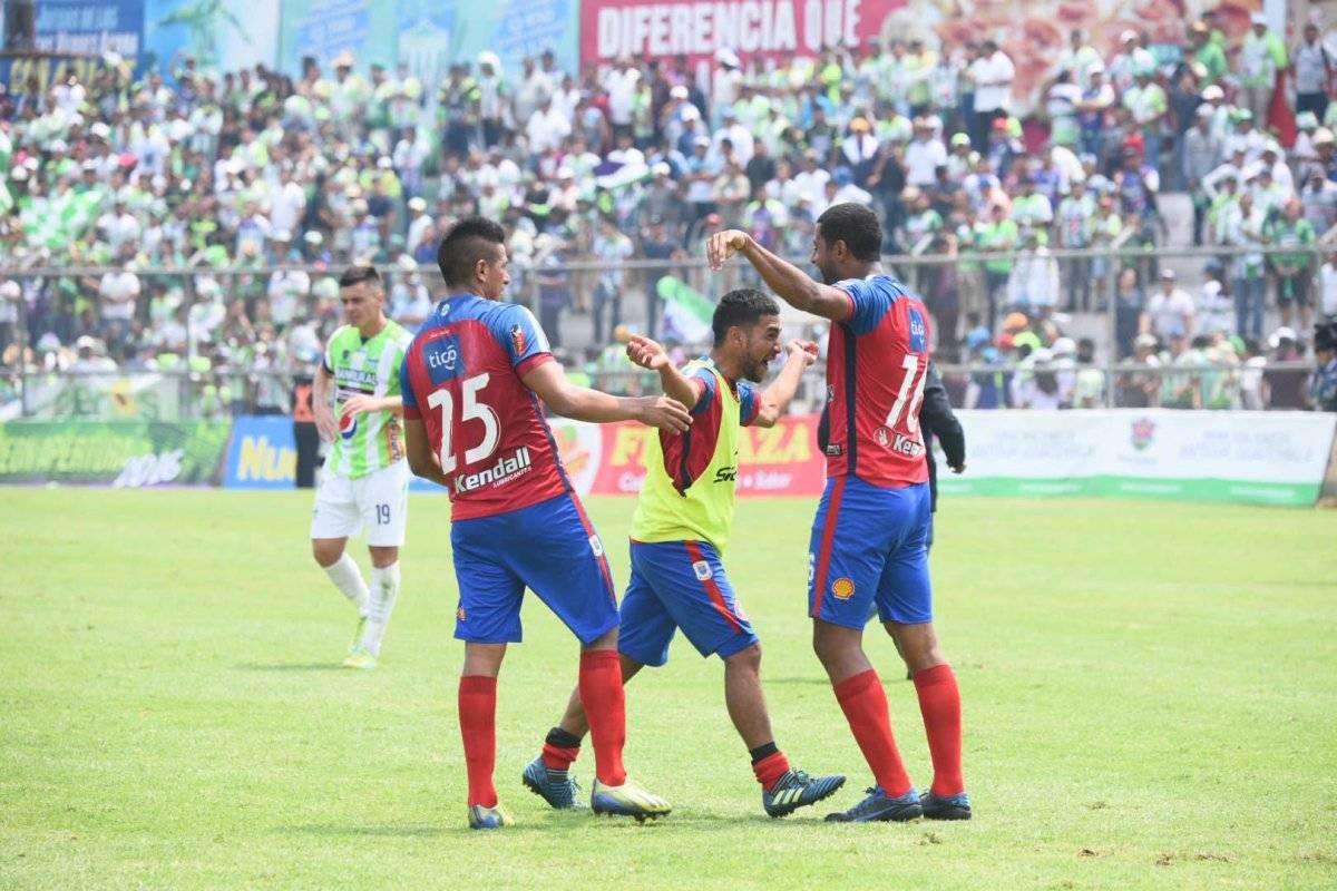 Los jugadores chivos celebraron su pase a las semifinales