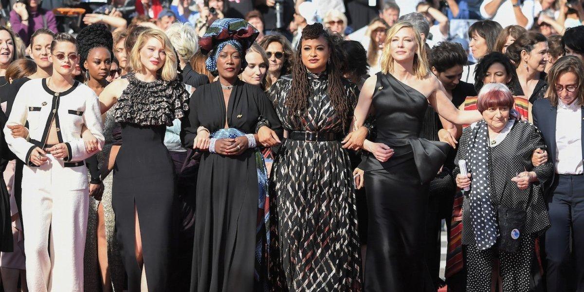 Cate Blanchett, Kristen Stewart y Salma Hayek participan en histórica protesta feminista Cannes