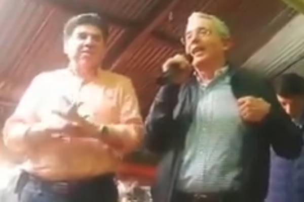 Álvaro Uribe Vélez declamó poema a todas las madres colombianas en su día