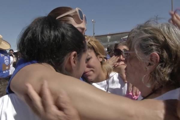 Se reúnen en un abrazo familias de ambos lados de la frontera
