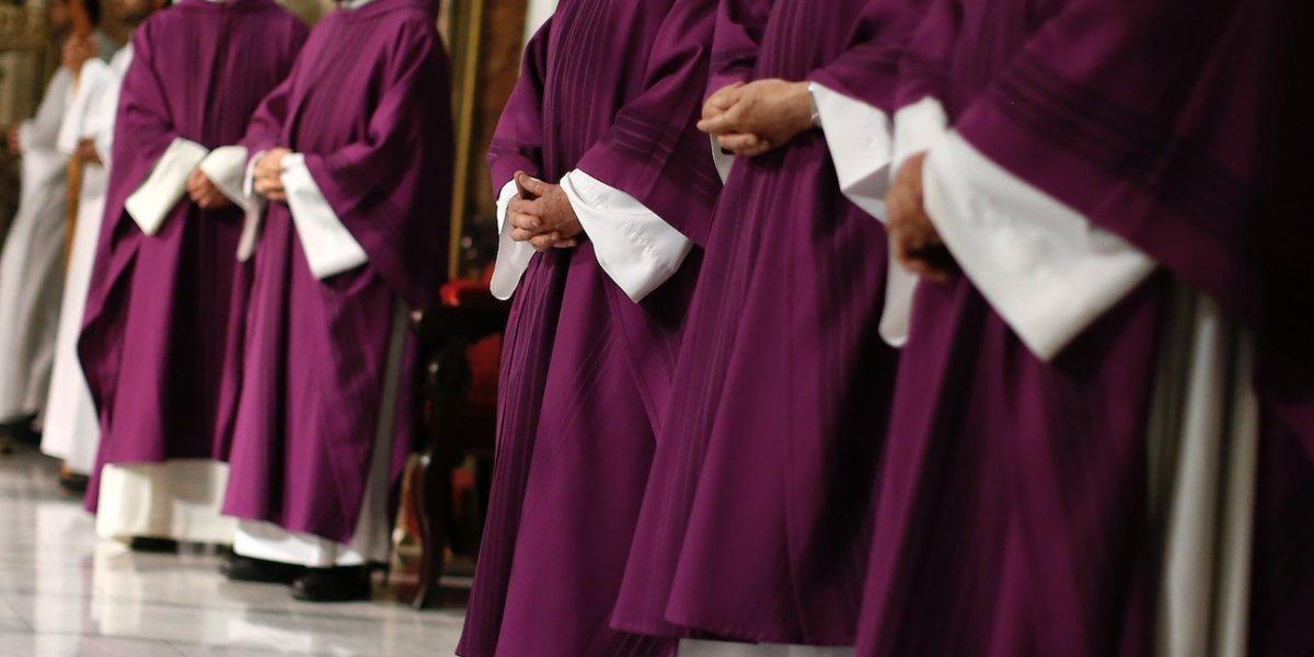 Sólo Dios sabe cuántos volverán: 33 obispos chilenos acuden al Vaticano a reunión con el Papa tras acusaciones de encubrimiento