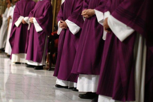 Reunión del Papa y obispos eleva tensión al cielo