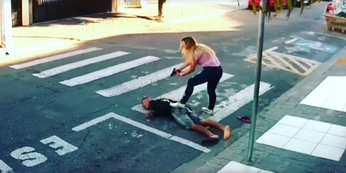 Bandido é baleado em frente de escola no dia da festa das mães; veja vídeo