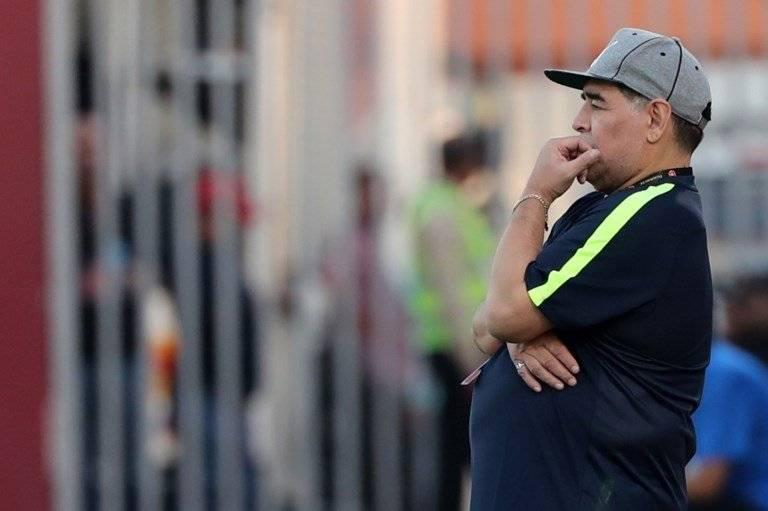 Maradona durante un partido en la liga de Emiratos Árabes Unidos