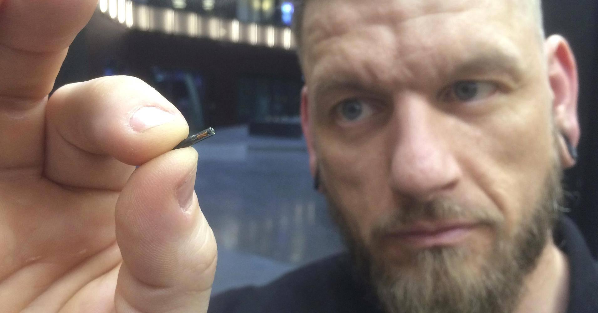 Biohacking: Miles de suecos se implantan chips en sus cuerpos para hacer sus tareas diarias