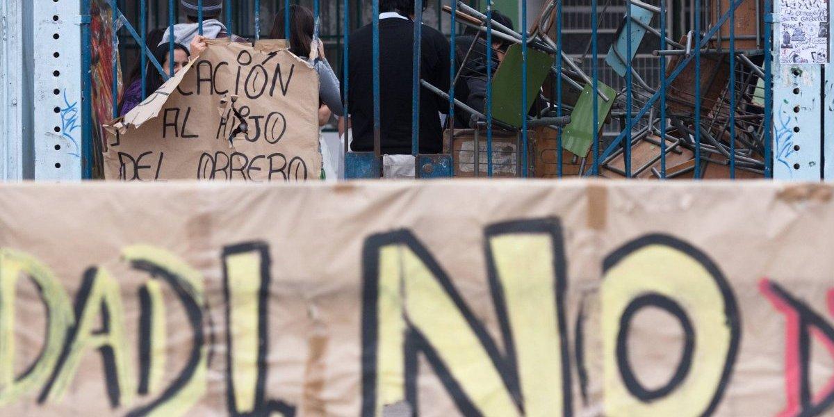Liceo de Arica con 70% de alumnos bolivianos en toma por racismo: cónsul altiplánico entra a la polémica y redactará informe con las acusaciones
