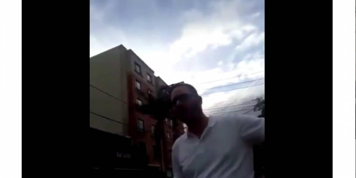 """En plena zona T, hombre se orina en la calle y responde """"usted no sabe quién soy yo"""""""
