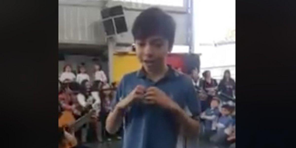 Un derrame de ternura: niño interpretó en lengua de señas canción para su madre y se ganó el amor de las redes sociales