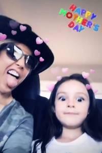Fey y su pequeña hija