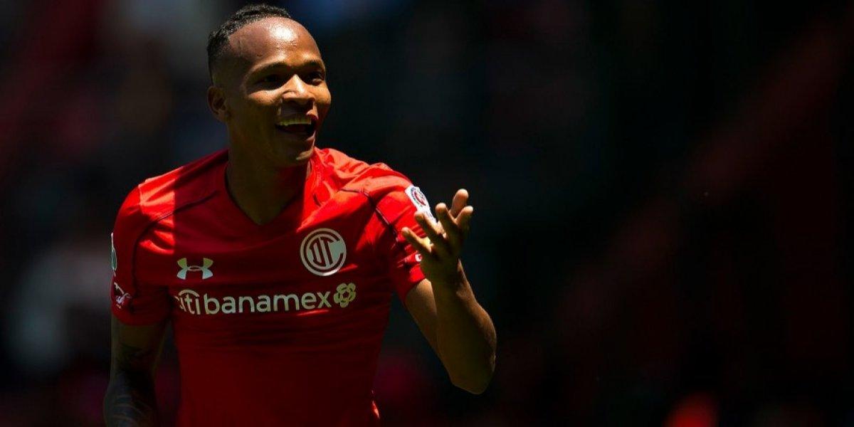 VIDEO: Jugador del Toluca golpea a rival previo al partido