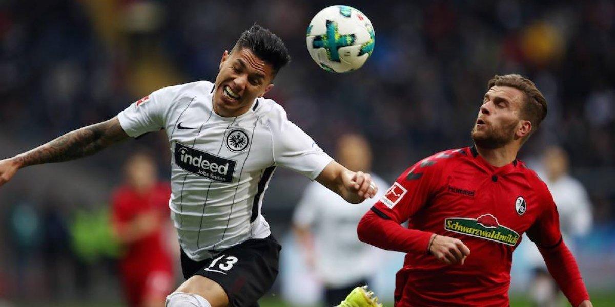 Carlos Salcedo se quedará en el Eintracht Frankfurt hasta 2022