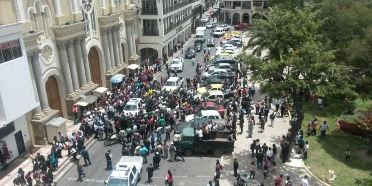 Loja: Dictan prisión a seis personas por pelea con agentes municipales