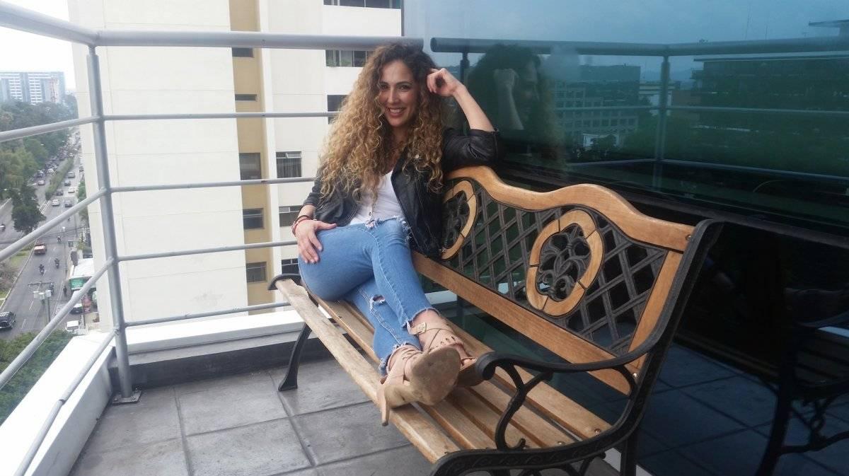 "Lorena Pinot visitó Publinews para presentar ""Sin argumentos"", canción que canta junto con Hugo Salazar. Foto: David Lepe Sosa"