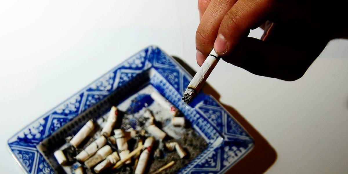 """Atención fumadores: principal tabacalera del mundo anuncia cambio de giro para vender solo productos """"libres de humo"""" en Chile"""