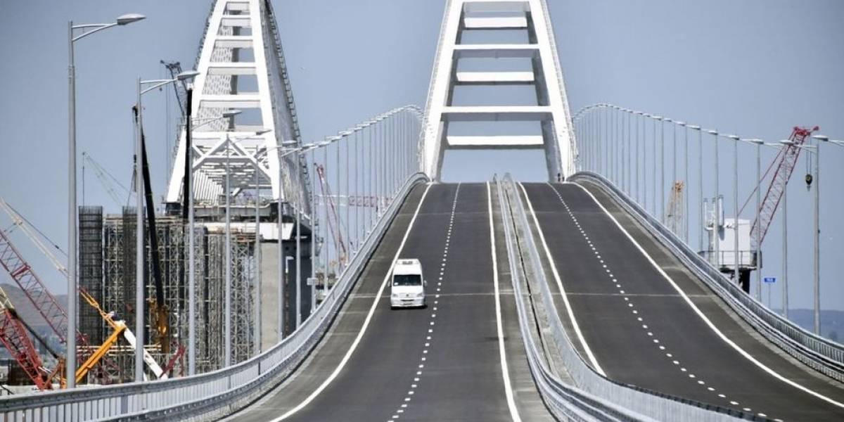 """5 cifras que muestran la magnitud del puente de Kerch que une a Rusia con Crimea, el """"proyecto del siglo"""" de Vladimir Putin"""