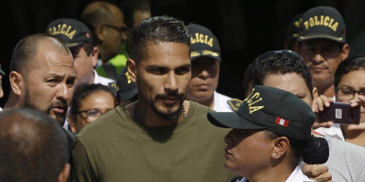 """Un furioso Paolo Guerrero llegó a Lima: """"Están pasando cosas muy raras"""""""